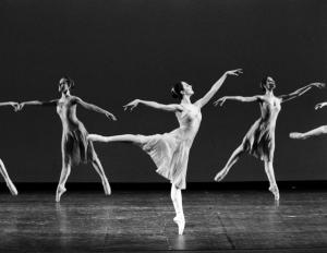 ballerina in arabesque Cristina Burlone danza