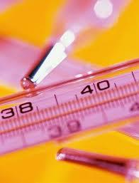 termometro con indicazione di febbre